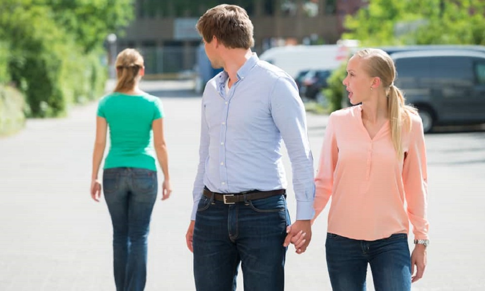 7 ways how to tell if your boyfriend is cheating on you